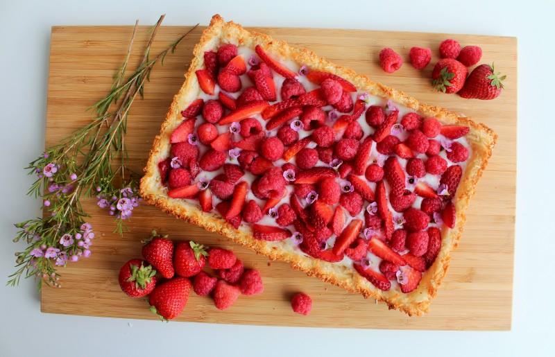 Torta de coco e frutas vermelhas sem glúten 4
