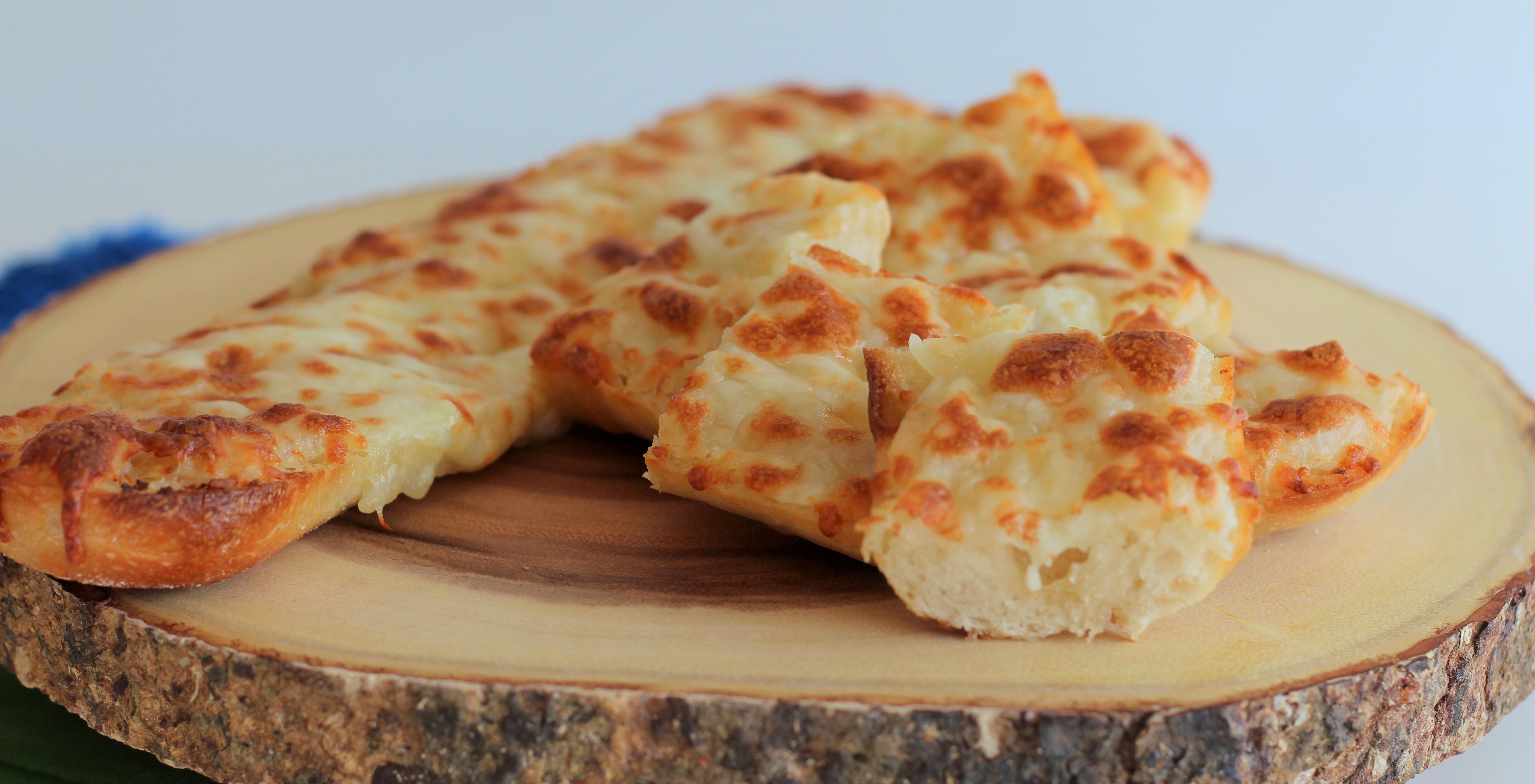 Resultado de imagem para pão de alho com queijo no forno